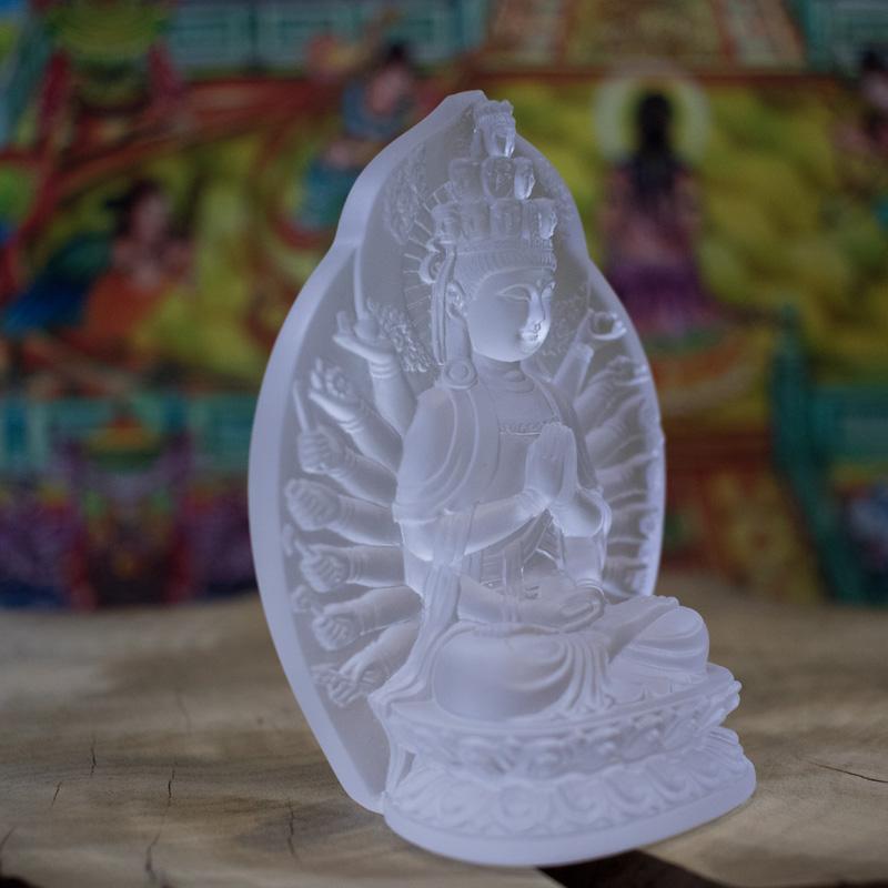 Tượng Phật nghìn tay để xe
